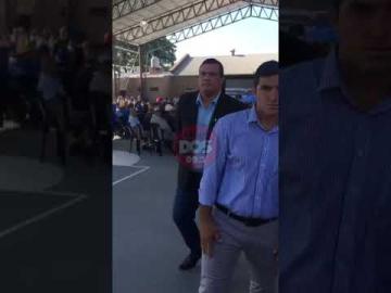 Insultaron a Domingo Peppo por la situación de los docentes