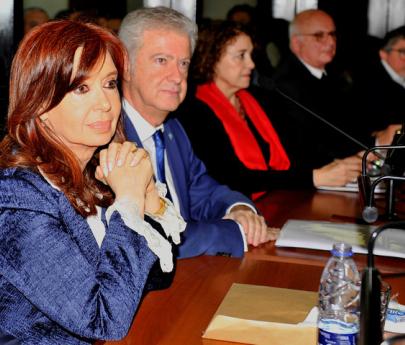 """Cristina Kirchner pidió no concurrir el lunes al juicio oral para """"evitar el despliegue de seguridad"""