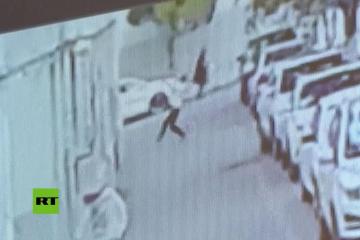Salva a un bebé que cae de un quinto piso amortiguando con su cuerpo el impacto