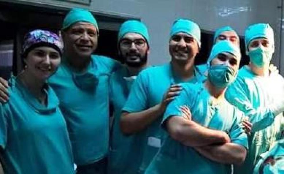 Equipo de cirujanos.jpeg copy