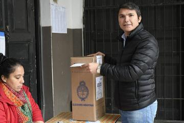 cuqui calvano votando.jpg