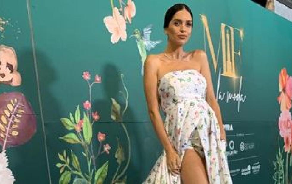Perlita a lo Sol Pérez: se le abrió el vestido a Zaira Nara y se le vio la ropa interior