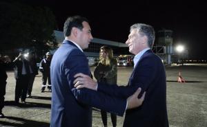 """""""Bienvenido chamigo"""": Mauricio Macri llegó a Corrientes para la marcha del #SiSePuede"""