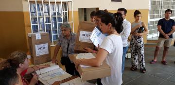 Corrientes: Votó con un DNI que tenía una foto superpuesta porque se veía mejor