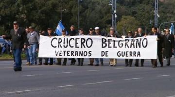 veteranos en desfile.jpg