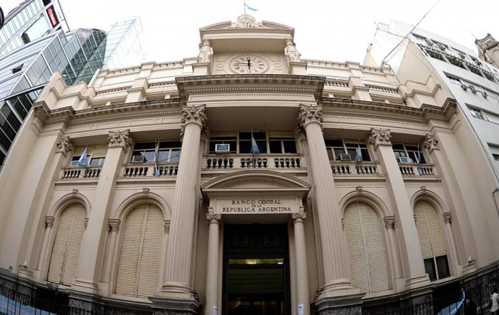 El Banco Central lleva las tasas al 85% y pone cepo para girar ganancias