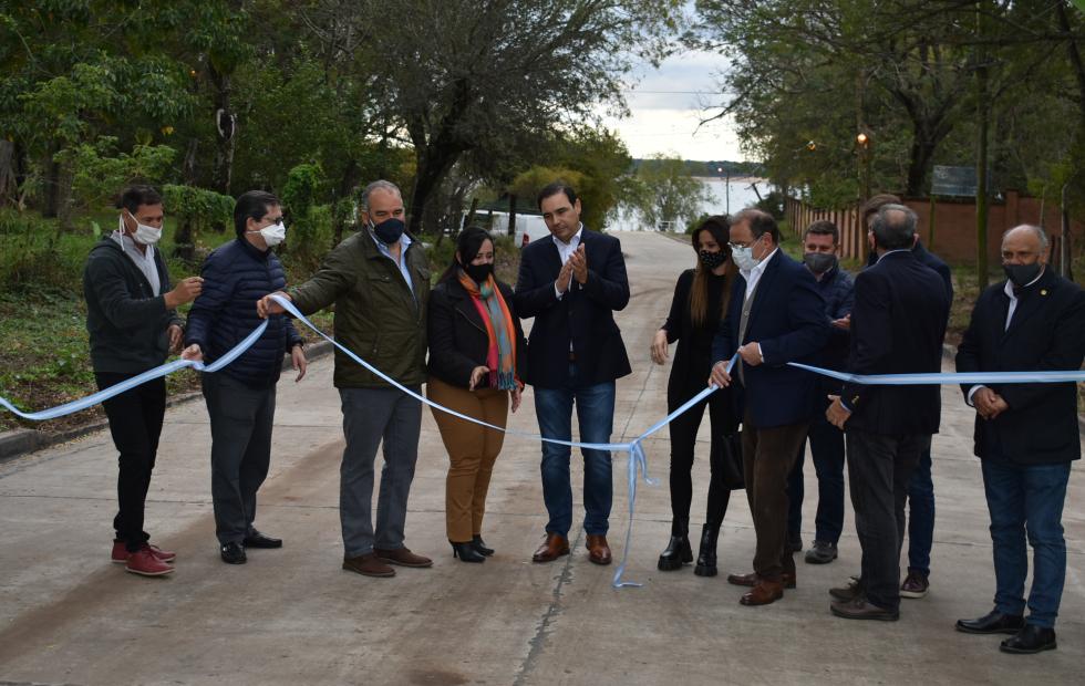 Gustavo Valdés inauguró 33 cuadras de pavimento en tres barrios de Corrientes