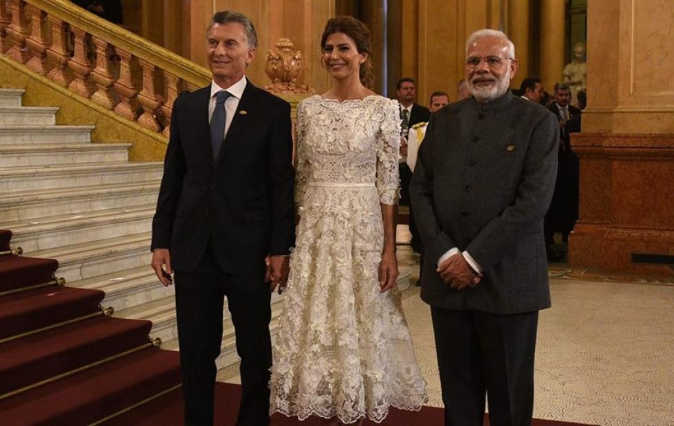 Juliana Awada sorprendió a todos en el G-20 con un vestido del correntino Javier Saiach