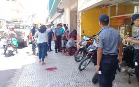 Una mujer herida por la caída de un mosaico de un edificio céntrico