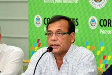 Ricardo Cardozo con cartel.jpg