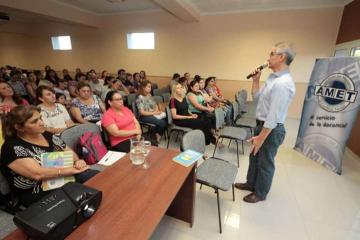 Rufino con docentes.jpg