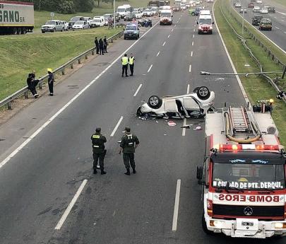 Un conductor murió tras volcar con su auto en la Panamericana