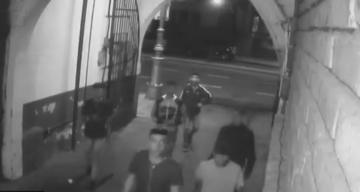 Una banda robó un estacionamiento: golpearon al sereno y se llevaron un auto