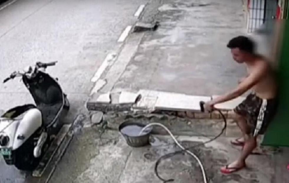 Video viral: Un hombre se electrocuta al intentar lavar su moto