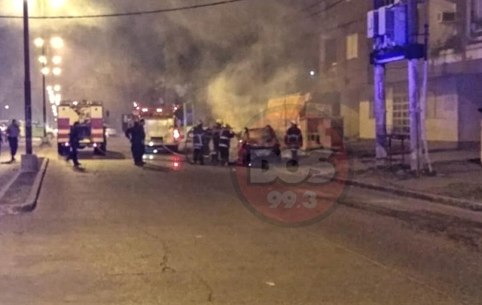 Corrientes: Incendiaron un automóvil en avenida Teniente Ibañez y Salta