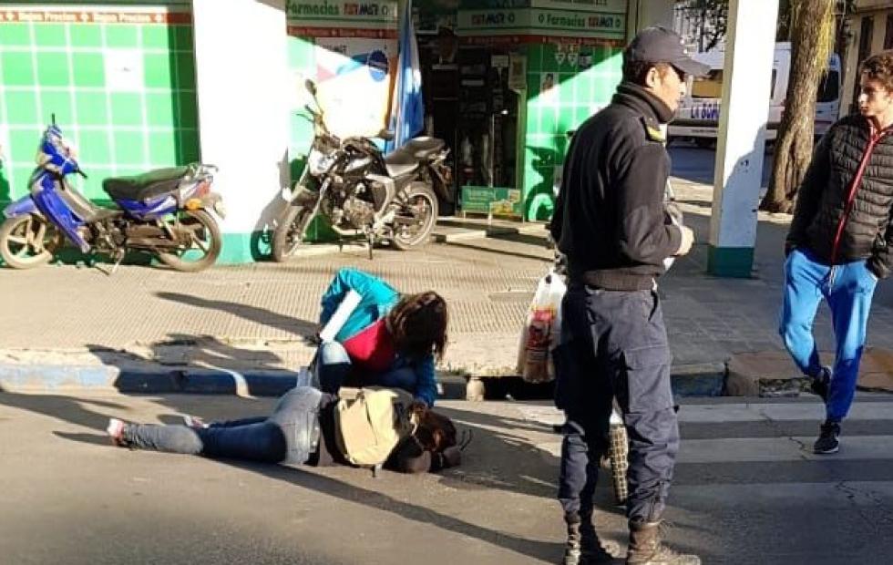 Una joven herida tras ser chocada por una moto en pleno centro de Corrientes