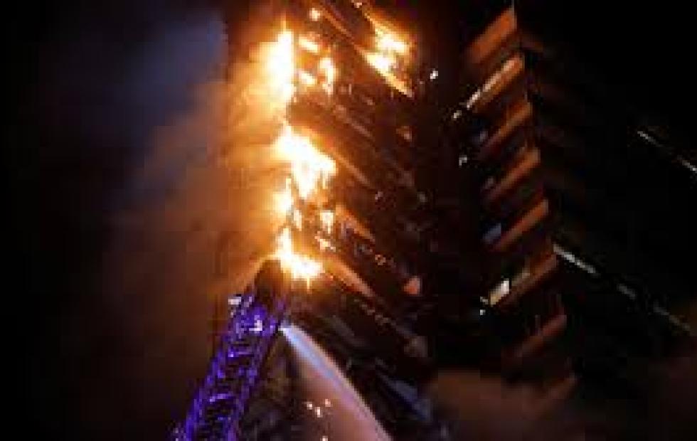 Impactante video: incendio en un edificio de Chile en medio de las protestas