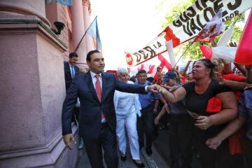Corrientes: Gustavo Valdés anunció que complementará las tarjetas Alimentar y Sapucay