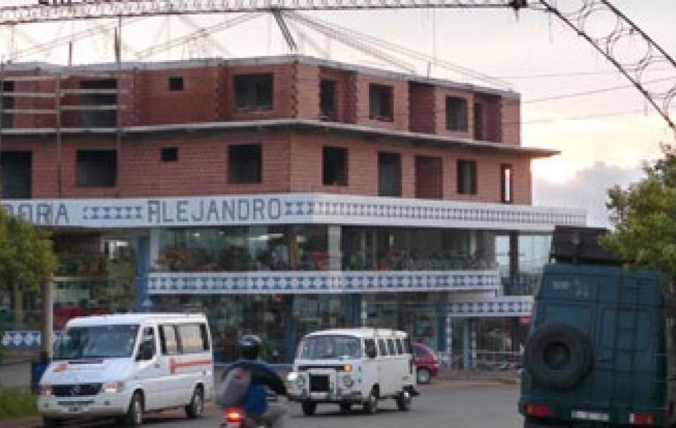 Insólito: Lo detuvieron por trepar el balcón de su novia y encontrarse con la suegra