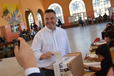 alvarez votando.jpg