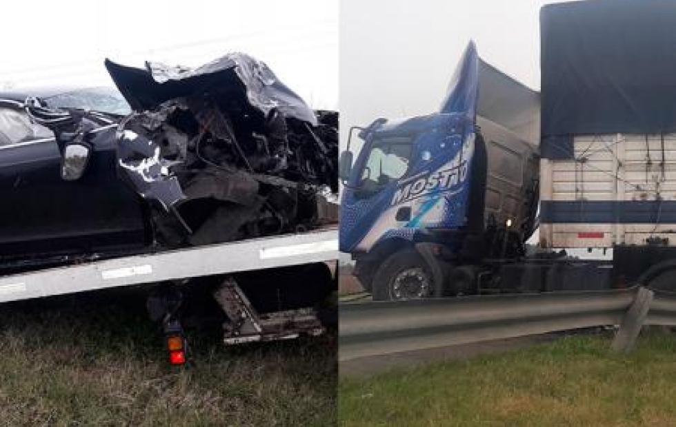 Tremendo accidente entre un Audi y un camión en la Ruta 12