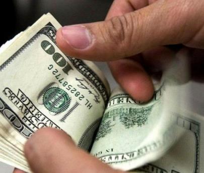 El dólar anotó la primera suba semanal en un mes y medio: Aumentó 77 centavos