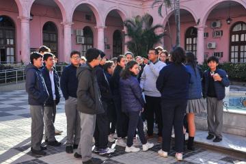 Alumnos Colegio San Jose en casa de gobierno.jpg