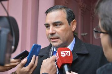valdes con prensa 4.jpg