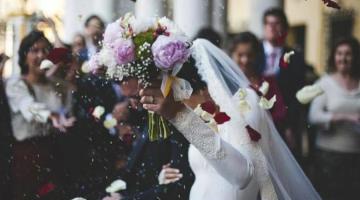 """Video viral: Interrumpió un casamiento gritando """"te amo"""" y golpeó a la novia"""