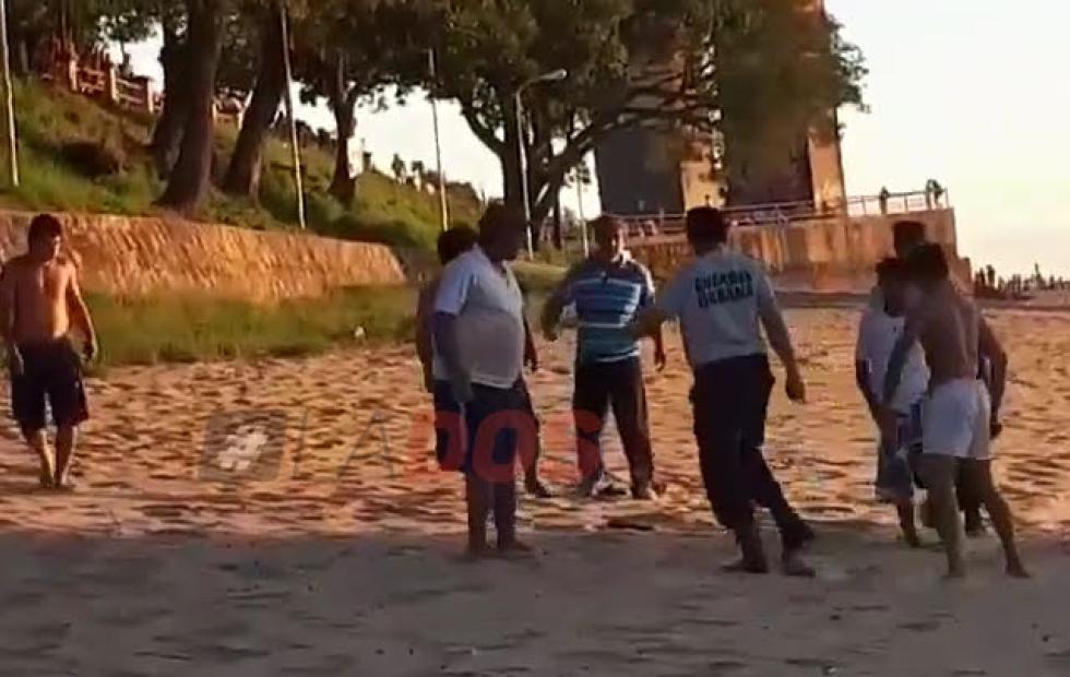 Impactante video: La brutal pelea entre jóvenes de Chaco y Corrientes en la playa