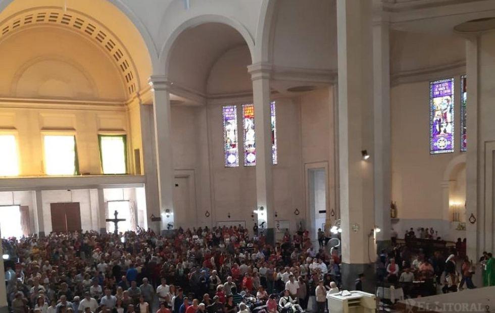 Itatí: En la Basílica, miles de feligreses participaron ayer de las misas