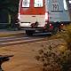 Videos: la perrita que se subió al paragolpes de la ambulancia para acompañar a su dueño al hospital