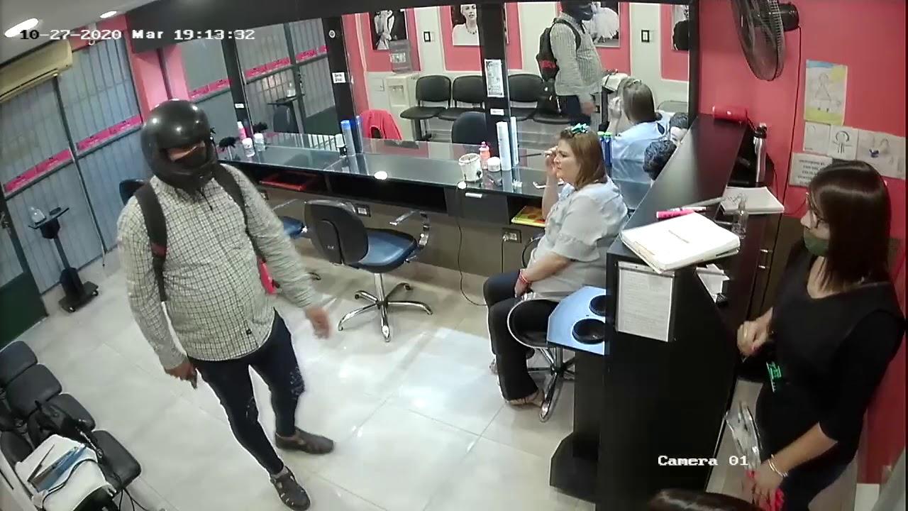 Filman el robo a una peluquería y la reacción de tres mujeres contra el ladrón