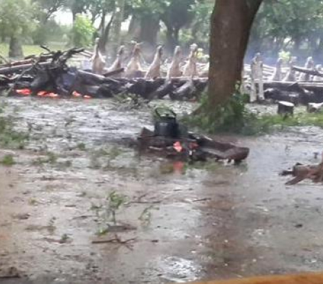 Caá Catí con arroyos desbordados espera contacto con Provincia