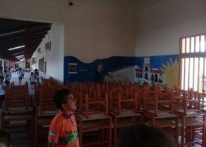 San Luis del Palmar: Reclamaron en Radio Dos y llegaron las mesas y sillas a la escuela