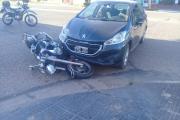 Motociclista resultó con traumatismo de cráneo tras chocar con un auto
