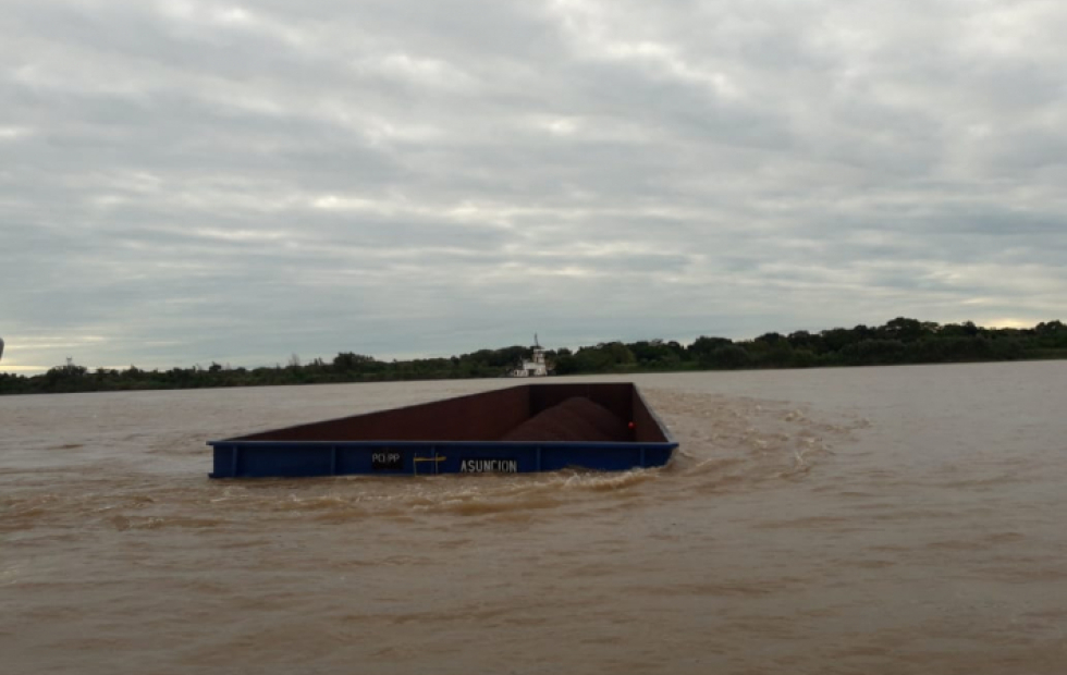 Impactantes videos: Se hundieron tres barcazas en la Isla del Cerrito