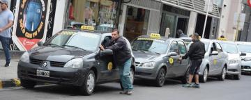 taxis en corrientes.jpg