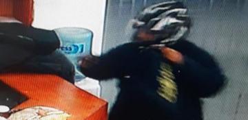 Motochorros robaron 24 mil pesos de un súper chino a mano armada copy