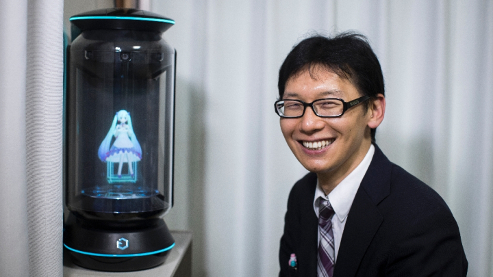 crazy-in-love-the-japanese-man-married-to-a-hologram__887385_.jpg