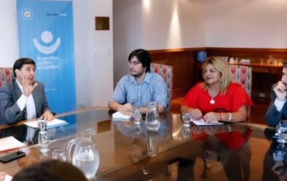 Reuniones con Nación: Adelantan cuándo se entregaría la Tarjeta Alimentaria en Corrientes