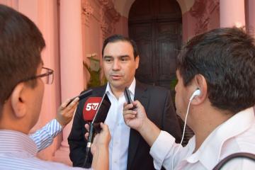 valdes con prensa 2.jpg