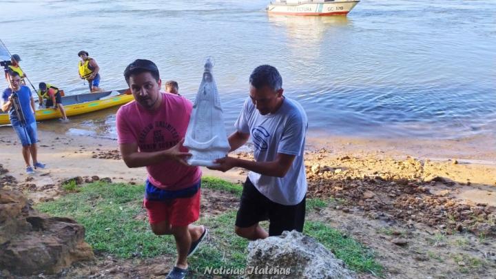 La Virgen DE Itati entronizada en el rio Paraná de Corrientes