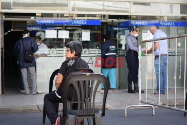 policias en banco.jpg