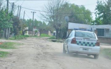 policia en calle de tierra.jpg