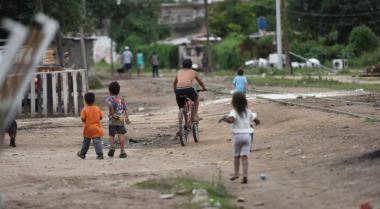 nenes pobreza.jpg