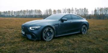El Mercedes Benz GT63S valuado en 180.000 dólares, propiedad de un youtuber ruso. Captura de video