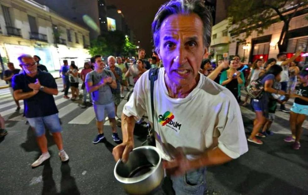 Empezaron los cacerolazos en Buenos Aires contra los aumentos de tarifas