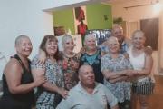 La familia de una mujer se rapó para acompañarla en su lucha contra el cáncer