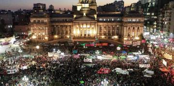 masiva-marcha-frente-al-congreso___eHLn9QTO-_1256x620__1.jpg